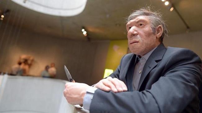 aleman-viste-humano-hombre-Neandertal_TINIMA20120504_0272_5
